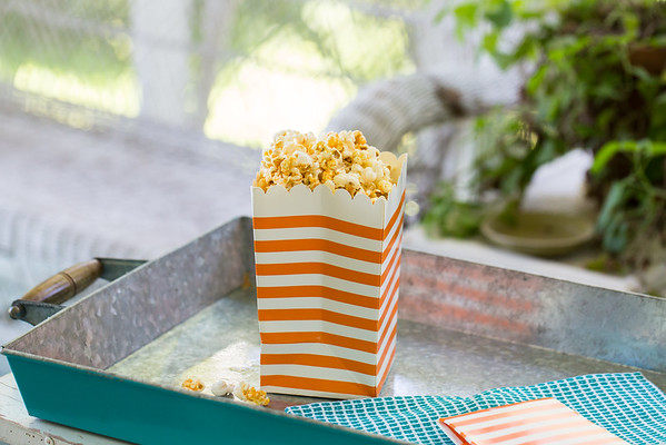 Sriracha Honey Popcorn - sweet, spicy and addictive!