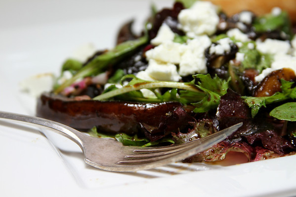 Mushroom and goat cheese salad