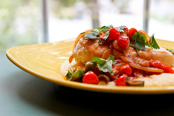 Chicken with tomatoes, olives and cilantro