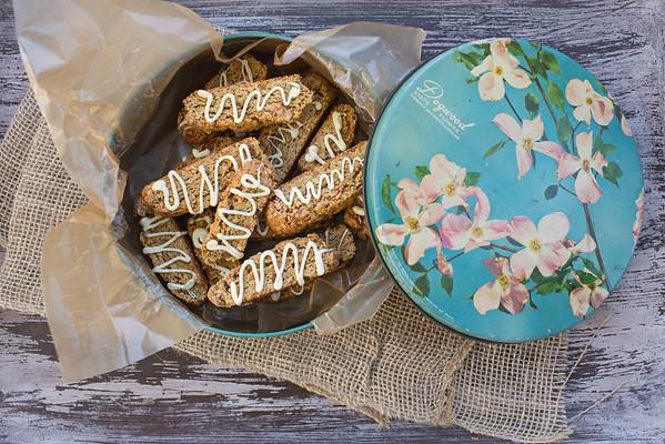Pumpkin Pie Biscotti - fall in a little crunchy cookie!
