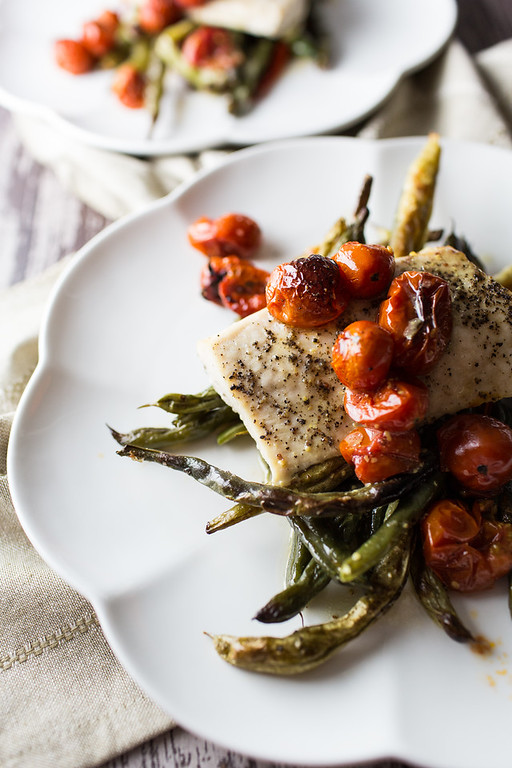 Roasted Mahi Mahi with Green Beans and Cherry Tomatoes comes together in one pan with a simple vinaigrette!