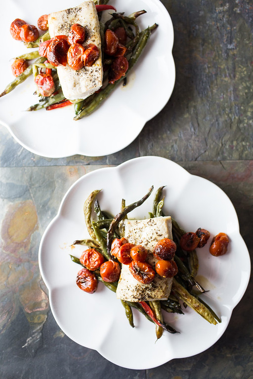This Roasted Mahi Mahi with Green Beans and Cherry Tomatoes is so easy and delicious!