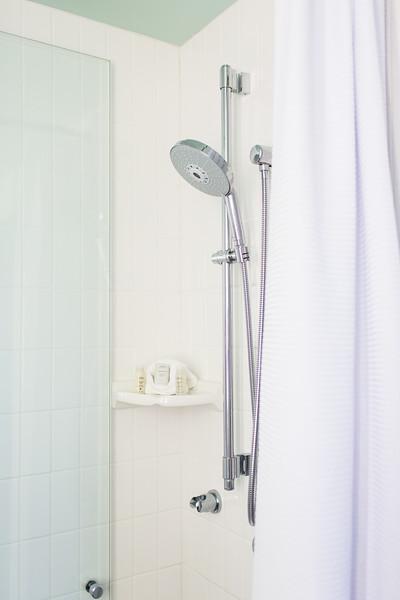 Hotel Indigo Santa Barbara California bathroom