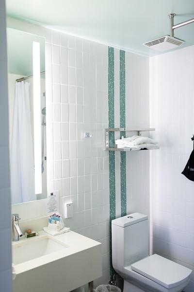 Hotel Indigo Santa Barbara Bathroom